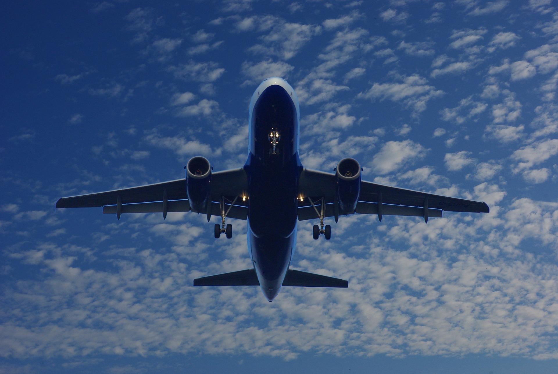 how to become a professional pilot, commercial pilot, passenger jet, aviation